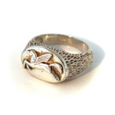 Sterling Silver Oval Pegasus Ring (4)